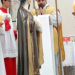 Missa solene em honra a Santa Clara de Assis