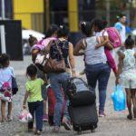 Cáritas acompanha saga de migrantes venezuelanos que cruzam a fronteira do Brasil