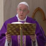 O Papa reza pelos sem-teto, sofredores escondidos neste tempo de dor